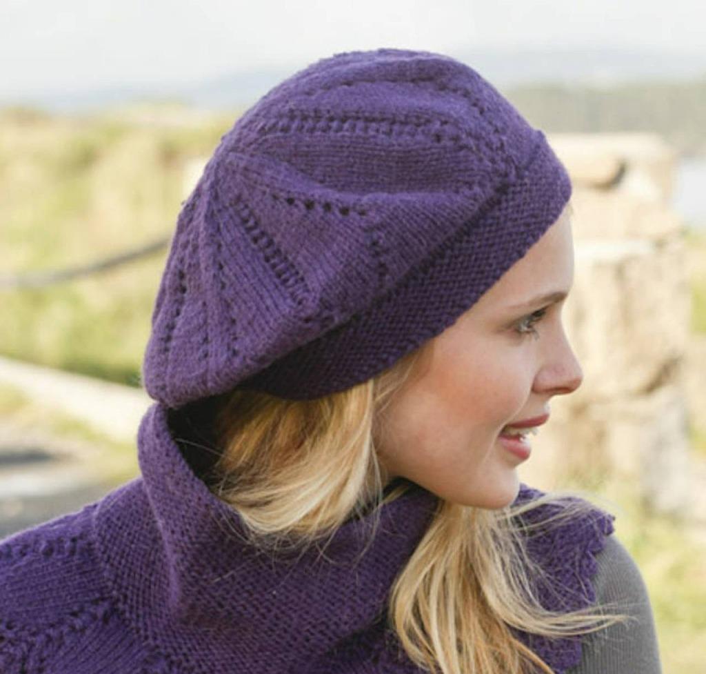 Фиолетовая беретка и жилет для женщины