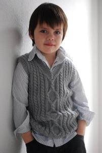 Серая жилетка для мальчика с косами