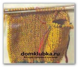 Процесс вязания рукавицы