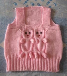 Розовая жилетка с кошками для девочки
