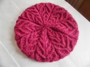 Розовый головной убор с фактурными косами