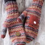 Пёстрые рукавицы с кармашком