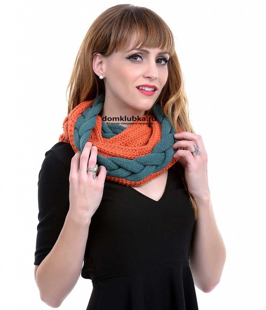 Стильный вязаный спицами шарф труба