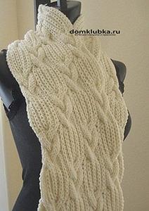 Красивый шарф на манекене