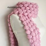 Необычный розовый шарф