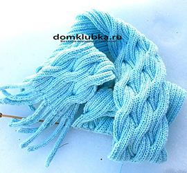 Синий шарф с переплетённым узором