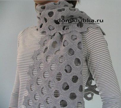 Оригинальный шарф с дырами
