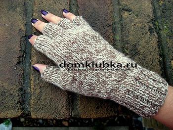 Перчатки без пальцев бело-коричневого цвета