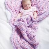 Вязаное одеяло для новорожденного