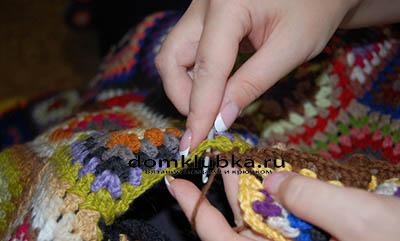 Процесс вязания пледа