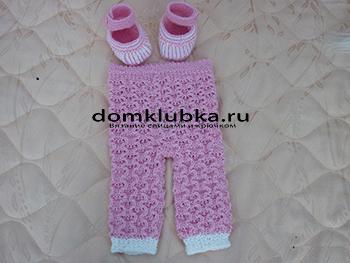 Розовые вязанные штанишки