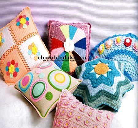 Цветные подушки разных форм