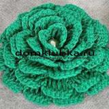 Зелёная вязаная розочка