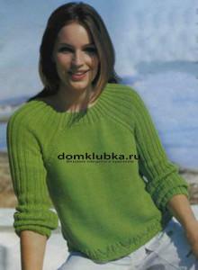Зеленый пуловер покроя реглан