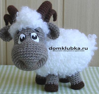 Милая вязаная овечка