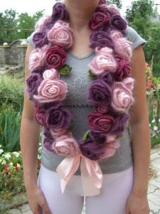 Красивый шарф с розочками