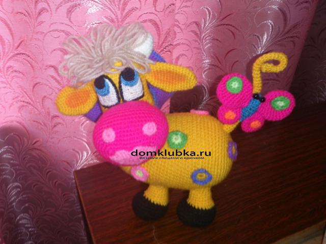 Красивая вязаная коровка