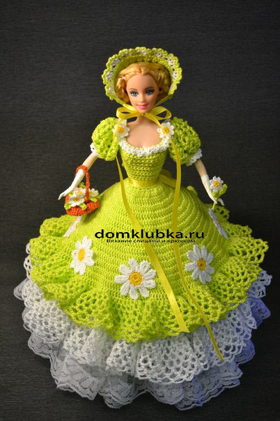 яркое вязаное платье для куклы