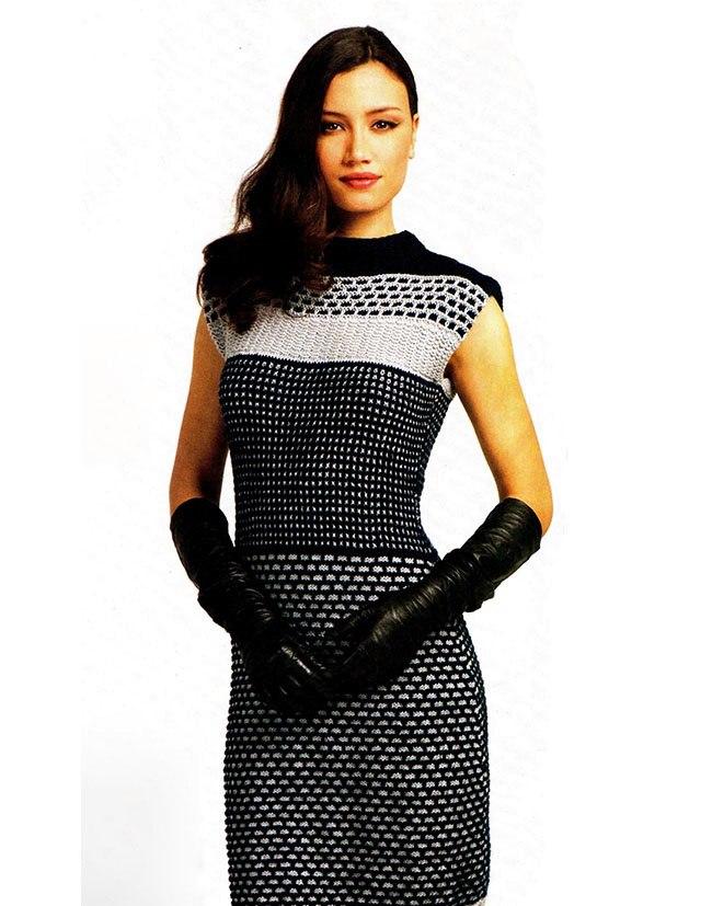 Красивое платье в строгой гамме вязанное