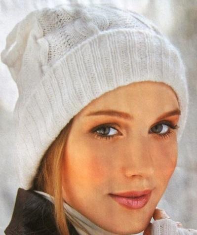 Легкая и элегантная шапка с косами