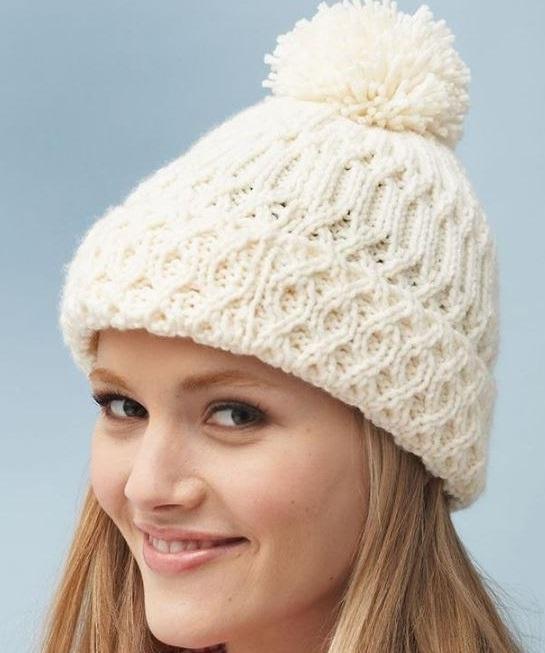 Ажурная и фактурная женская шапка
