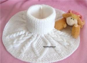 Белая манишка для ребёнка с косами и переплетениями