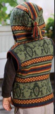 """Вязаная спицами жилетка с капюшоном для мальчика и рисунком """"лягушки"""""""