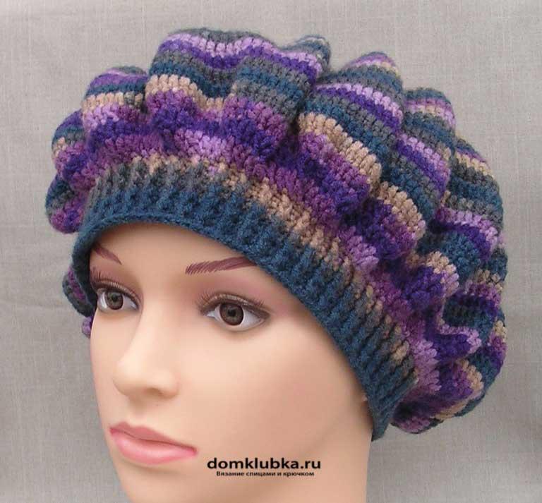 Полосатый фиолетовый головной убор вязанный спицами
