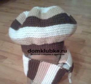 Полосатый комплект вязанный спицами: шарф и берет