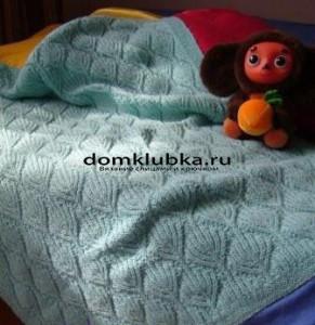 Голубое вязаное одеяло