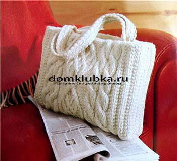 Белая вязаная сумочка
