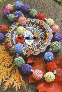 Цветные вязаные бусы