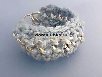 Модный вязаный браслет