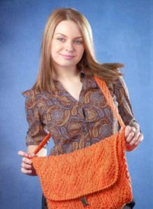 Оранжевая вязаная сумочка