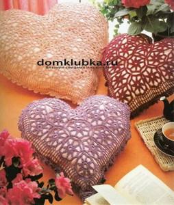 Вязаные подушки сердечки