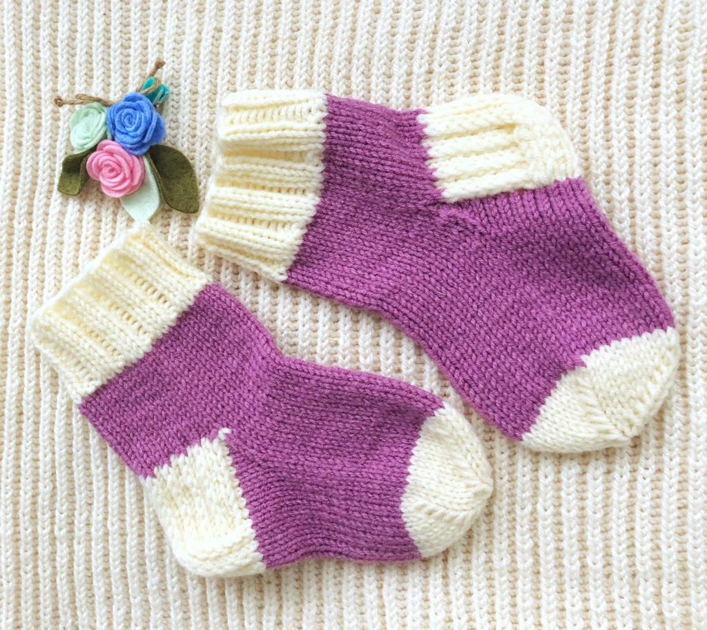 Как связать красивые детские носочки спицами: двумя спицами
